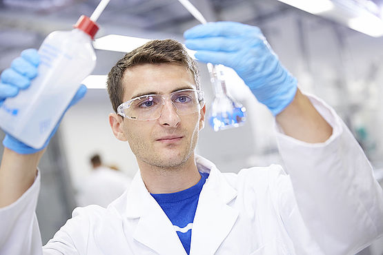 Student in WESSLING laboratory.